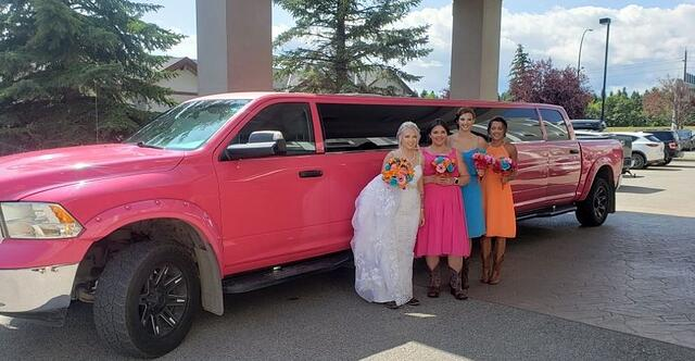 How to Book a Limousine for Your Wedding