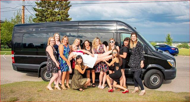Stagette photo in front of Mercedes Mini Party Bus